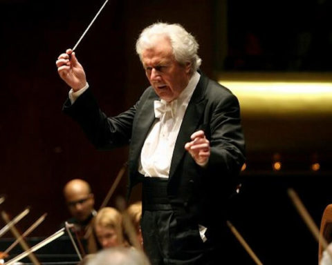 sir-colin-davis-conducting