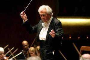 sir-colin-davis-conducting