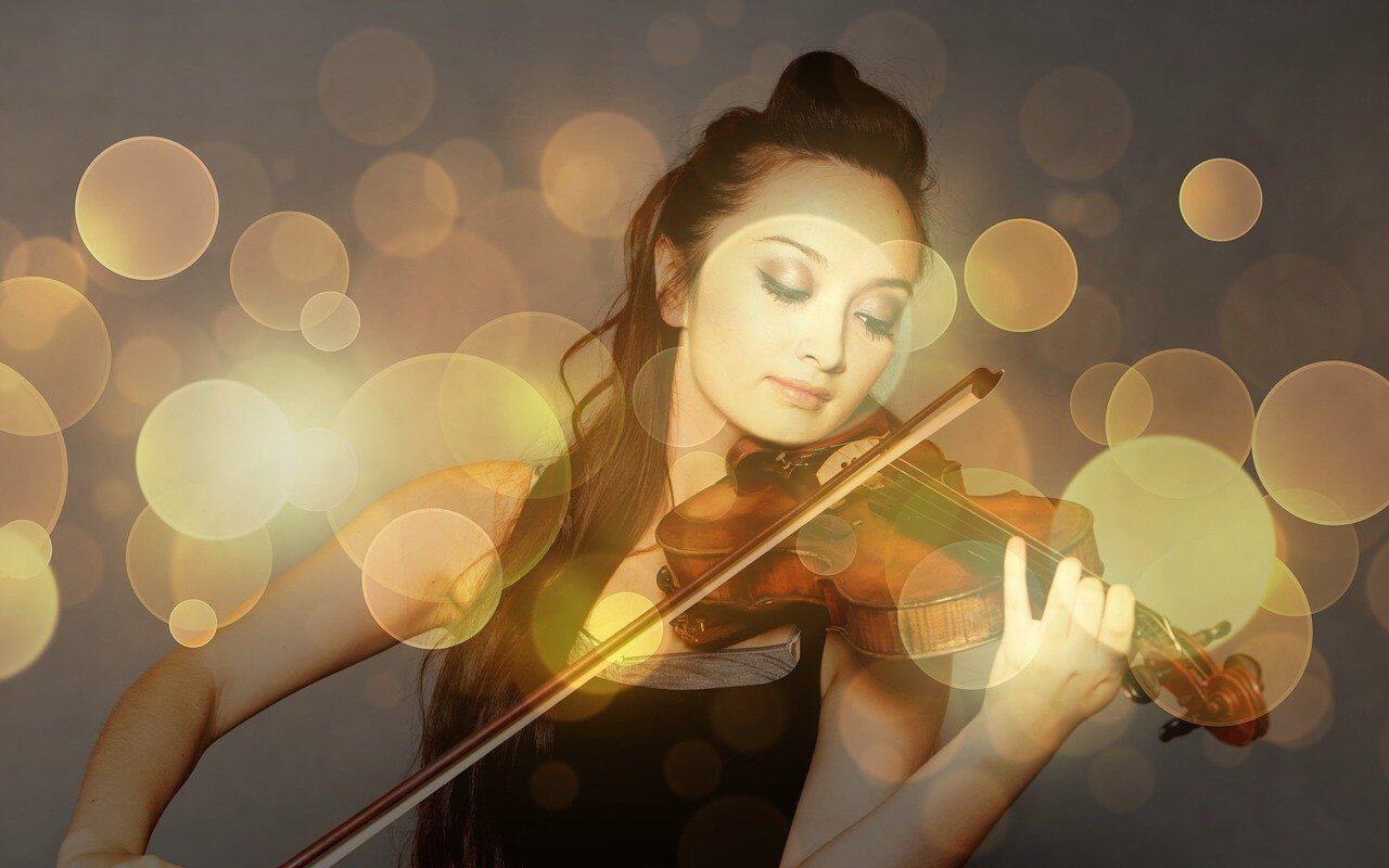 violin playing girl
